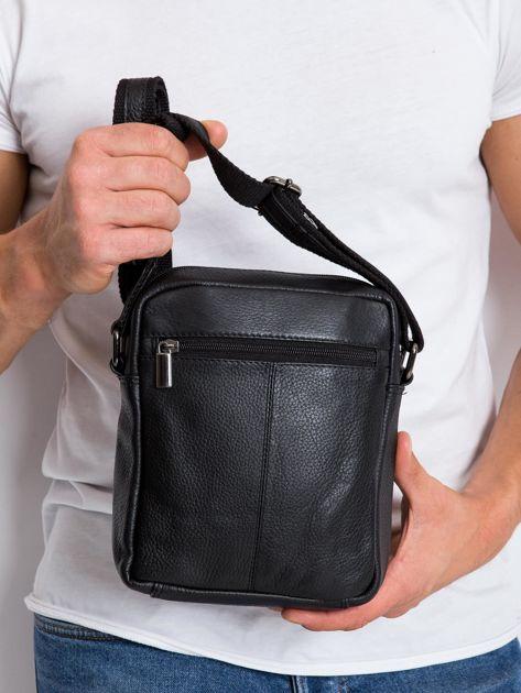 Czarna gładka torba męska na ramię                               zdj.                              3