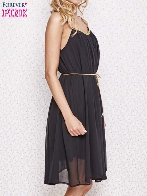 Czarna grecka sukienka ze złotym paskiem                                  zdj.                                  3