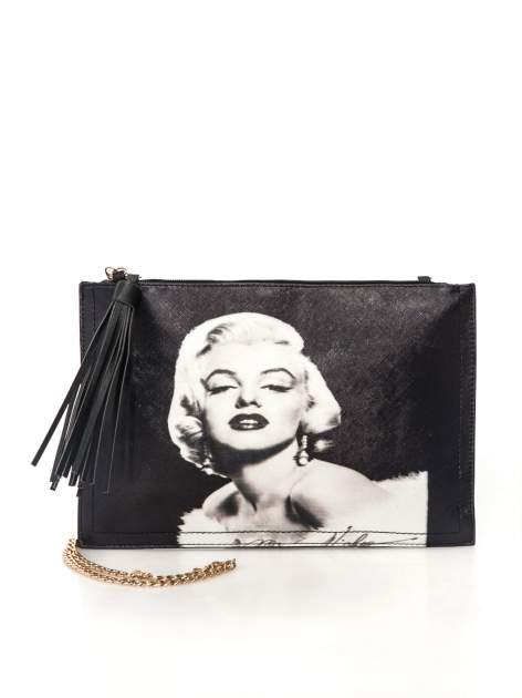 Czarna kopertówka z nadrukiem Marilyn Monroe, frędzlami i złotym łańcuszkiem