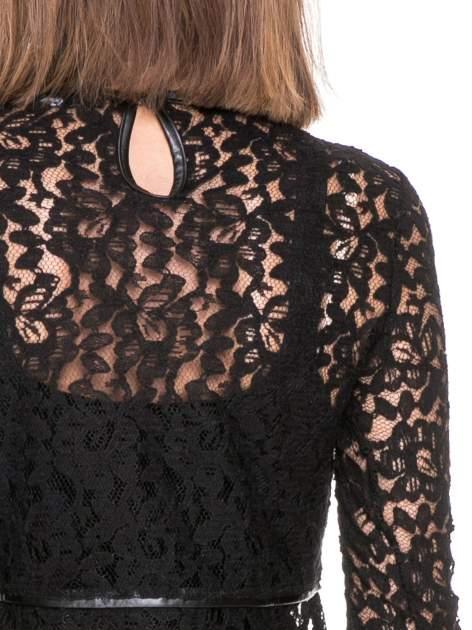 Czarna koronkowa bluzka z baskinką                                  zdj.                                  5