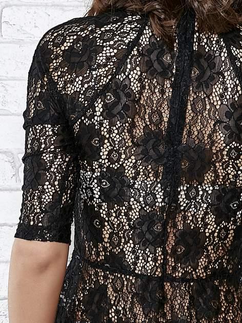 Czarna koronkowa bluzka z baskinką                                  zdj.                                  6