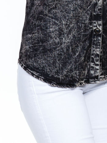 Czarna koszula acid wash z podwijanymi rękawami                                  zdj.                                  6