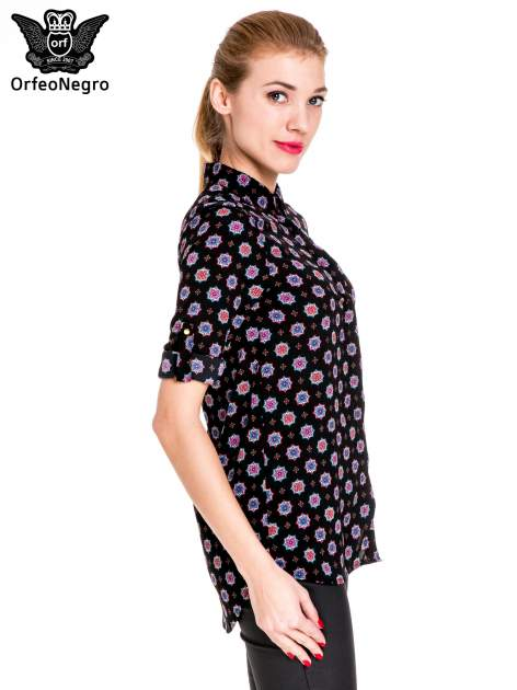 Czarna koszula w etniczne wzory z podwijanym rekawem                                  zdj.                                  5