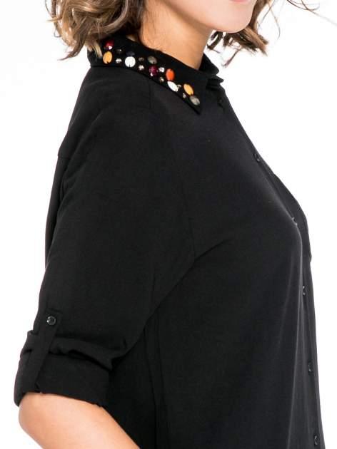 Czarna koszula z kołnierzykiem zdobionym kamieniami                                  zdj.                                  6