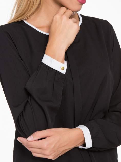 Czarna koszula z kontrastową lamówką przy dekolcie i mankietami                                  zdj.                                  6