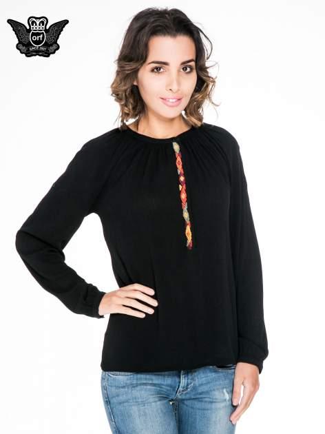 Czarna koszula z marszczonym dekoltem i wzorzystą wstawką w stylu hippie                                  zdj.                                  1