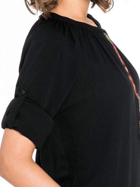 Czarna koszula z marszczonym dekoltem i wzorzystą wstawką w stylu hippie                                  zdj.                                  6