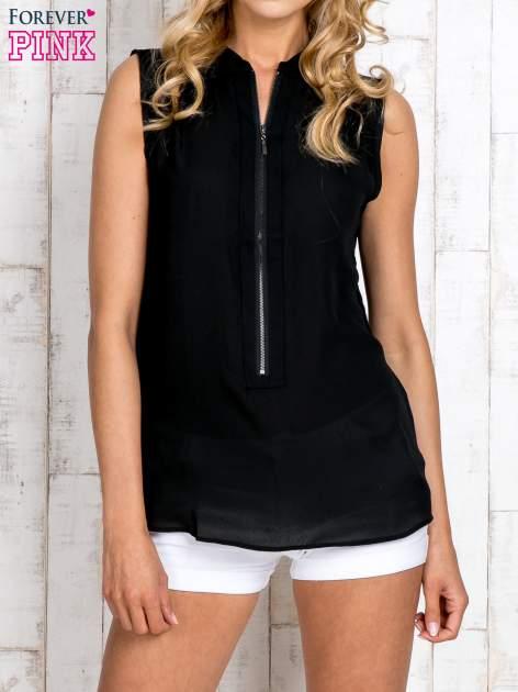 Czarna koszula z suwakiem i ażurową aplikacją na plecach                                  zdj.                                  1