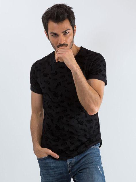 Czarna koszulka męska we wzory                              zdj.                              1