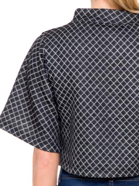 Czarna kraciasta bluzka z kloszowanymi rękawami i półgolfem                                  zdj.                                  5