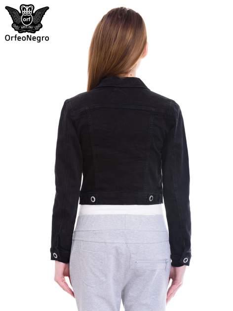 Czarna kurtka jeansowa damska z ozdobnymi guzikami                                  zdj.                                  4
