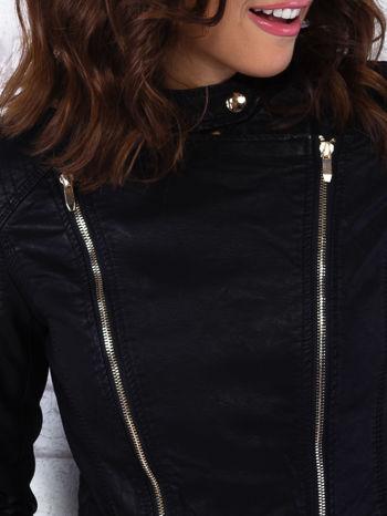 Czarna kurtka ramoneska z ukośnymi suwakami                                  zdj.                                  5