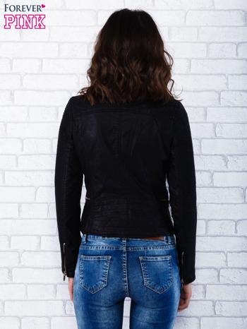 Czarna kurtka ramoneska z ukośnymi suwakami                                  zdj.                                  4