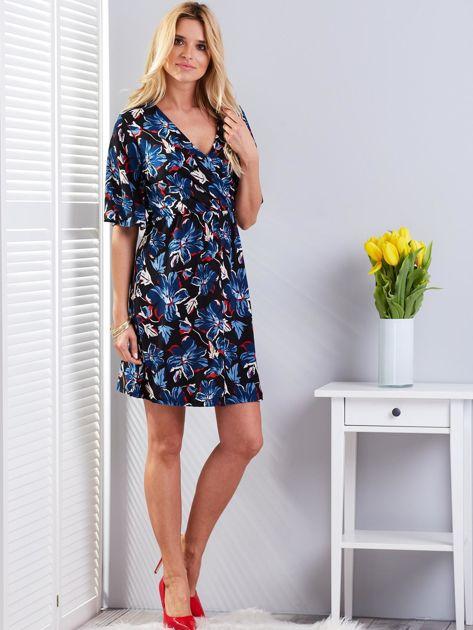 Czarna kwiatowa sukienka z kopertowym dekoltem                              zdj.                              4