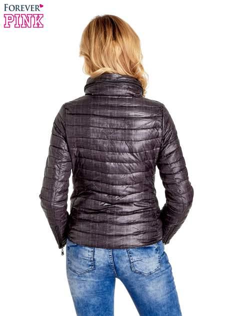 Czarna lekka kurtka puchowa z suwakami przy rękawach                                  zdj.                                  4