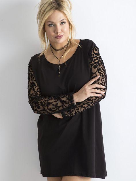 Czarna luźna sukienka z ozdobnymi rękawami PLUS SIZE                              zdj.                              1