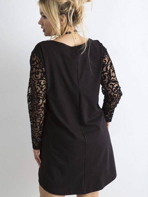 Czarna luźna sukienka z ozdobnymi rękawami PLUS SIZE                              zdj.                              2