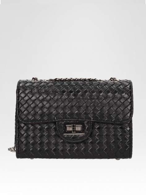 Czarna mała pleciona torebka na łańcuszku