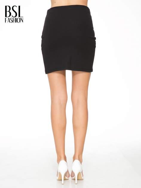 Czarna mini spódnica kopertowa                                  zdj.                                  4