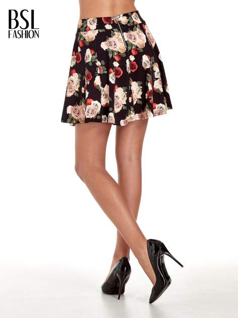 Czarna mini spódnica skater w kwiaty                                  zdj.                                  4