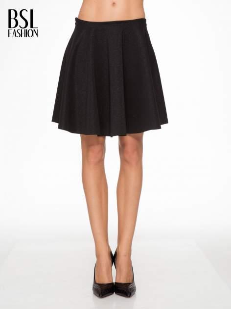 Czarna mini spódniczka przeplatana błyszczącą nicią                                  zdj.                                  1