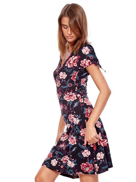Czarna mini sukienka V-neck z nadrukiem kwiatów                              zdj.                              3