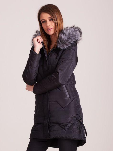 Czarna pikowana kurtka na zimę                              zdj.                              3