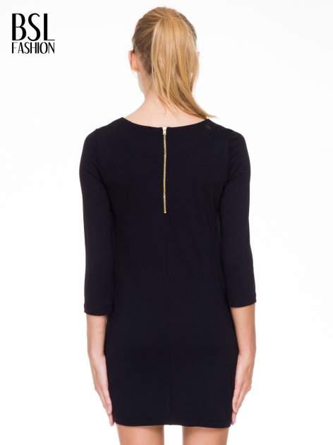 Czarna prosta sukienka z kieszonkami i suwakiem z tyłu                                  zdj.                                  4
