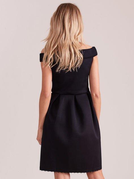 Czarna rozkloszowana sukienka z pianki                              zdj.                              2