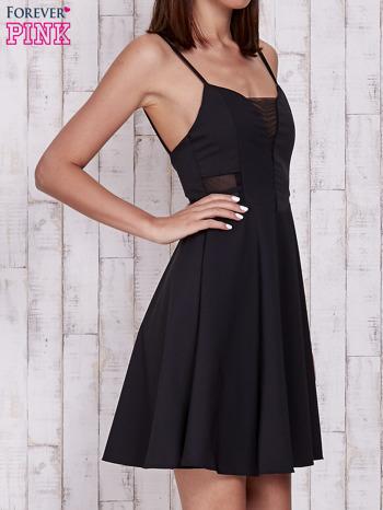 Czarna rozkloszowana sukienka z tiulowym dekoltem                                  zdj.                                  3