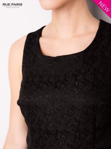 Czarna rozkloszowana sukienka z żakardowego materiału                                  zdj.                                  6