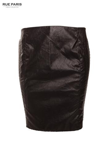 Czarna skórzana spódnica tuba z pikowanymi pasami po bokach                                  zdj.                                  1