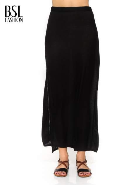 Czarna spódnica maxi z rozcięciami po bokach