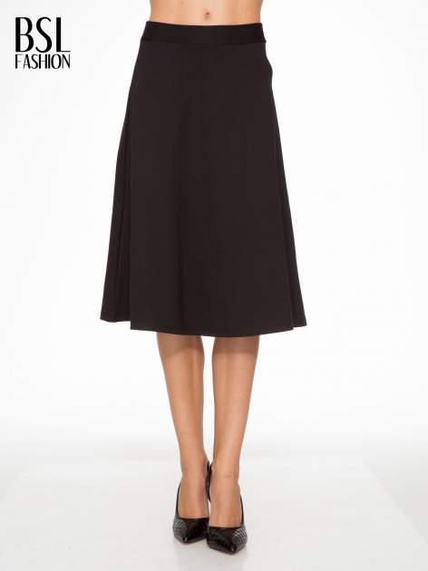 Czarna spódnica midi w kształcie litery A