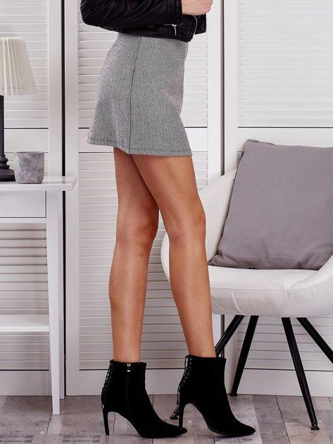 Czarna spódnica mini w jodełkę                              zdj.                              3