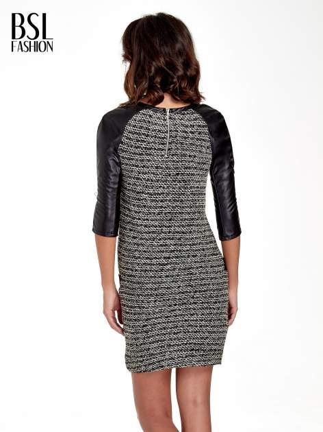 Czarna sukienka bouclé ze skórzanymi rękawami                                  zdj.                                  4