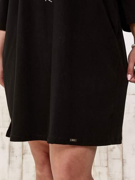 Czarna sukienka dresowa z dżetami PLUS SIZE                                  zdj.                                  6