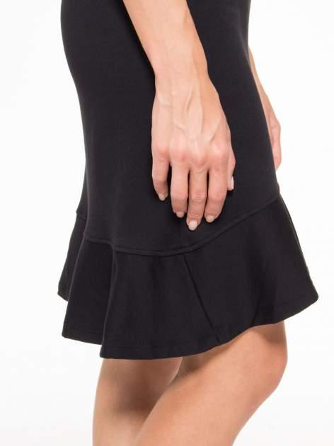 Czarna sukienka dresowa z falbaną na dole                                  zdj.                                  11