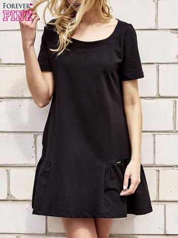 Czarna sukienka dresowa z falbanami z boku