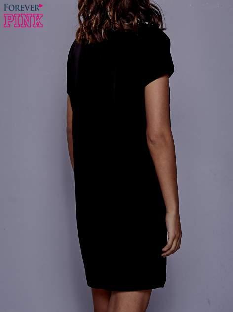 Czarna sukienka dresowa z kieszeniami po bokach                                  zdj.                                  4