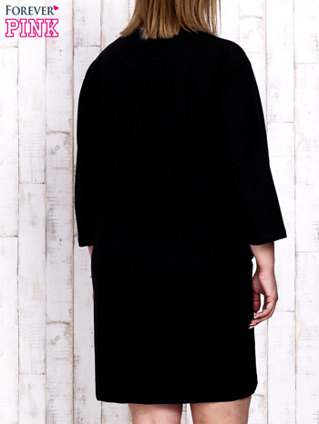 Czarna sukienka dresowa z napisem BABE PLUS SIZE                                  zdj.                                  4