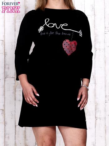 Czarna sukienka dresowa z napisem LOVE PLUS SIZE                                  zdj.                                  1