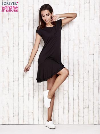 Czarna sukienka dresowa z ozdobną falbaną                                  zdj.                                  2