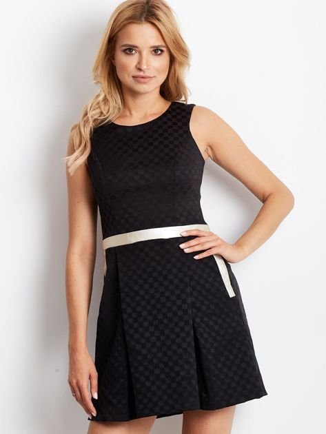 Czarna sukienka koktajlowa z motywem kratki                              zdj.                              1