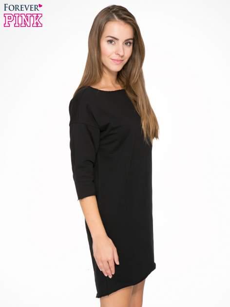 Czarna sukienka oversize z surowym wykończeniem                                  zdj.                                  3