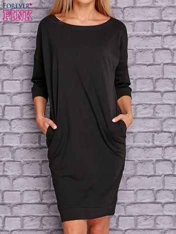 Czarna sukienka oversize ze ściągaczem                              zdj.                              1
