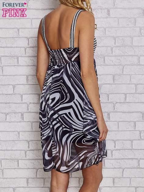 Czarna sukienka przed kolano na cienkich ramiączkach                                  zdj.                                  5
