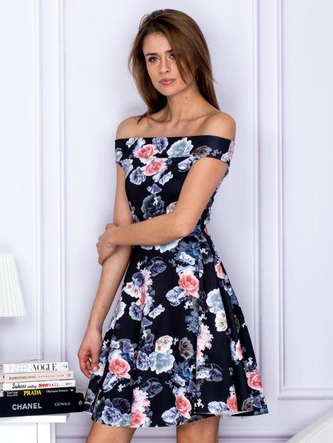 Czarna sukienka w kontrastowe kwiaty                                   zdj.                                  3