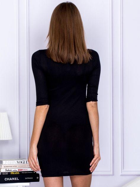 Czarna sukienka w prążek z dekoltem lace up                                  zdj.                                  2