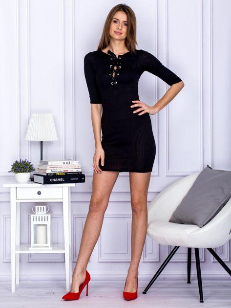 Czarna sukienka w prążek z dekoltem lace up                                  zdj.                                  4